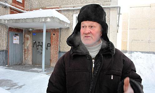 Пенсионер Юрий Калягин до глубины души оскорблен порчей своей подъездной двери на Мира, 35, намалеванной хулиганской надписью «ЛДПР». По его словам, если бы он видел, кто это сделал, то поймал бы его и поговорил по-мужски — «раскрасил морду»