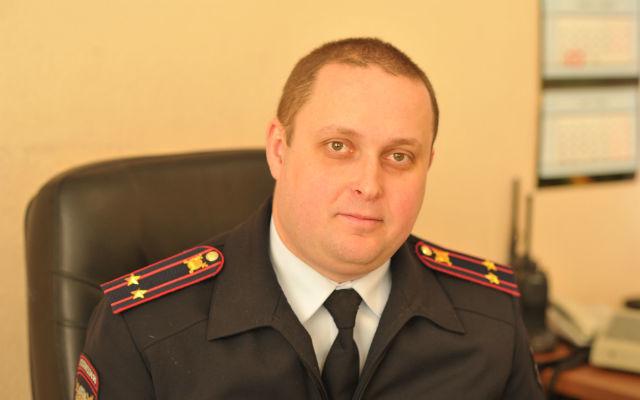 Начальнику МО МВД «Ревдинский» подполковнику полиции Денису Полякову 34 года. Он возглавляет отдел полиции Ревды с февраля 2013 года. До этого руководил полицией Первоуральска.