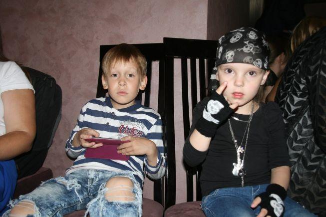 Самая маленькая участница кастинга)))Девочке всего 3 года, но она уже такая крутая))))