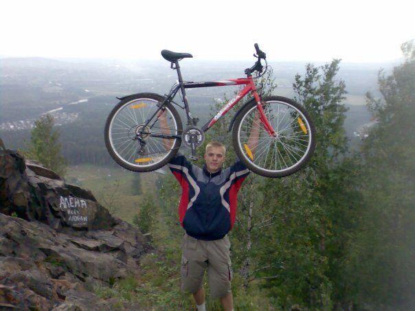 """Далекий 2008 год. Так и не смог тогда заехать в Волчиху не наступая ногой на землю. После """"травяного"""" подъема велосипед опрокидывается назад)"""