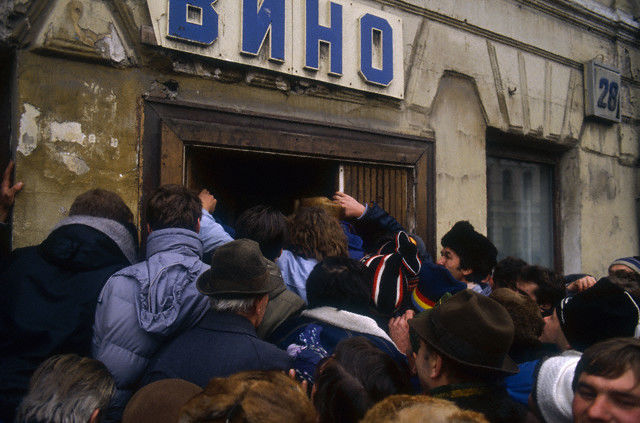 November 1990, Moscow, USSR --- A fight breaks out as shoppers try to purchase food in Moscow in November 1990. The old Soviet union is beginning to crumble at this time, and food shortages are taking their toll. In December, Moscow will introduce rationing, including the sale of vodka. In 1990, Russia is on the verge of economic collapse, plagued by unemployment, poverty, and widespread shortages. --- Image by © Pascal Le Segretain/CORBIS SYGMA