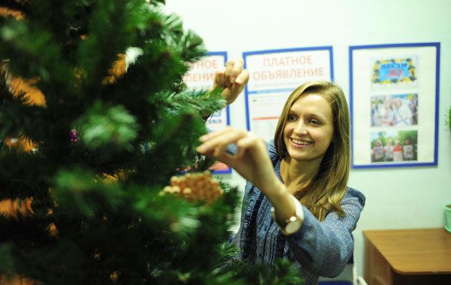 Традиционно, сделанные руками детей игрушки украсят новогоднюю елку в фойе редакции. Фото// Владимир Коцюба-Белых, Ревда-инфо.ру