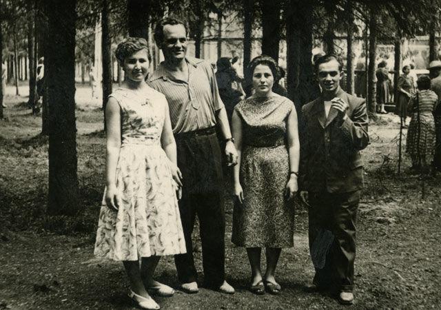 1960-е, ревдинцы в парке Дворца культуры. Фото из архива Зинаиды Стрельниковой.
