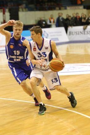 №15, Павел Александров, стал героем матча: на его счету 30 очков и шесть голевых передач. vk.com/stvirus
