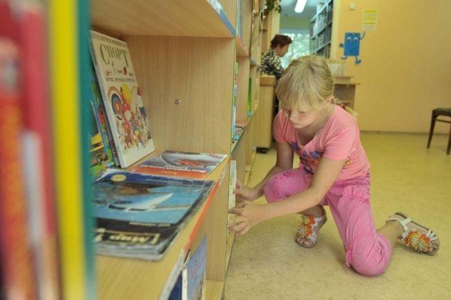 Библиотека им. Гайдара рада встрече с юными читателями: здесь всегда интересно. Фото// архив Ревда-инфо.ру
