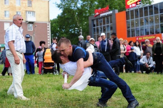Куреш — национальная борьба на поясах — вновь станет главным событием праздника. Фото// Владимир Коцюба-Белых, Ревда-инфо.ру