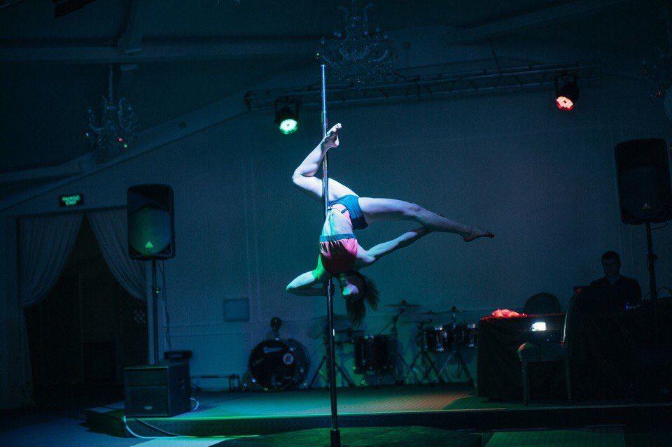 Девушки как научится танцевать стриптиз и чтобы были они голыми видео